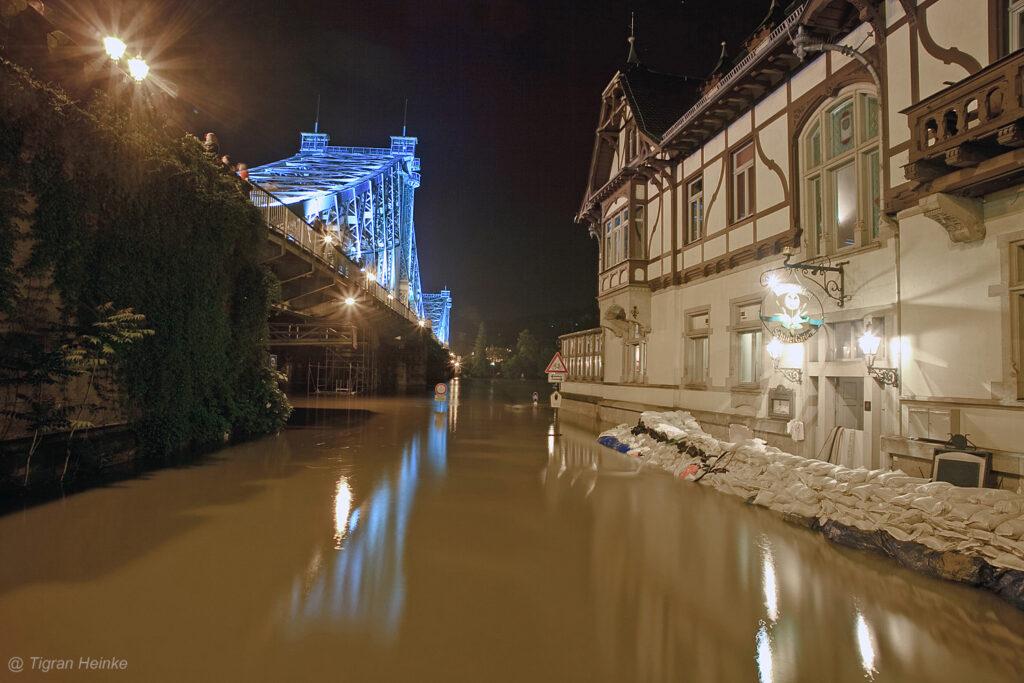 Elbe Hochwasser am Schillergarten aufgenommen von Tigran Heinke