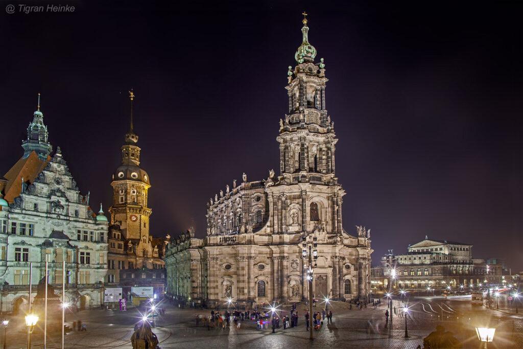 Im Barockstil errichtete Katholische Hofkirche von Dresden