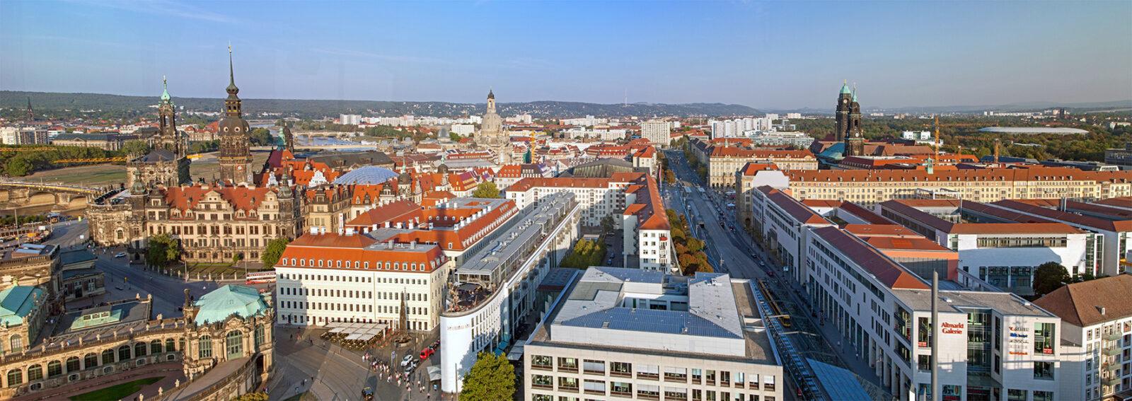 Über dem Postplatz von Dresden